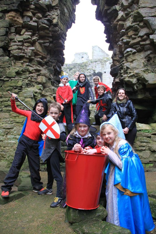 Shakespere at Middleham castle 009